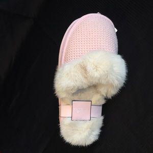 NWT Victoria's Secret Pink Knit Faux Fur Slippers